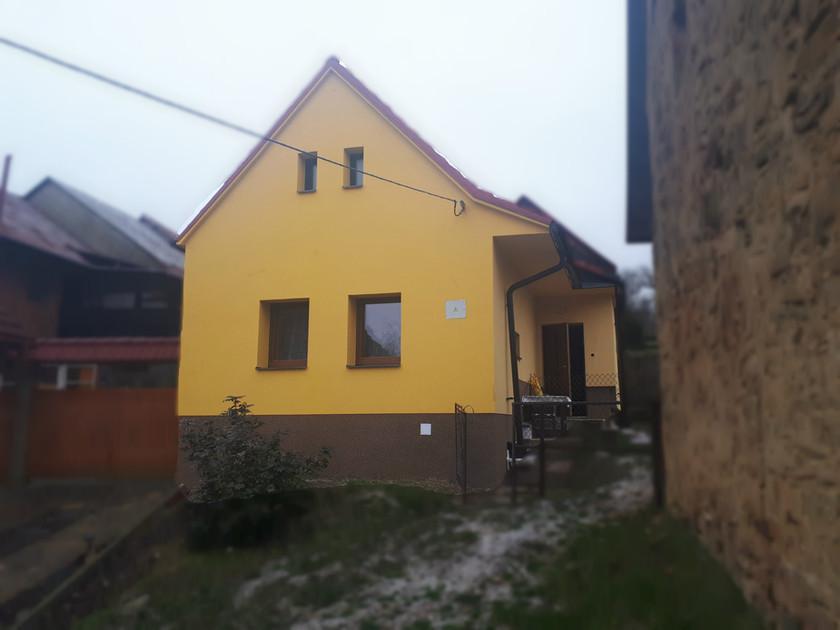 Zateplení fasády a půdy RD v Komni