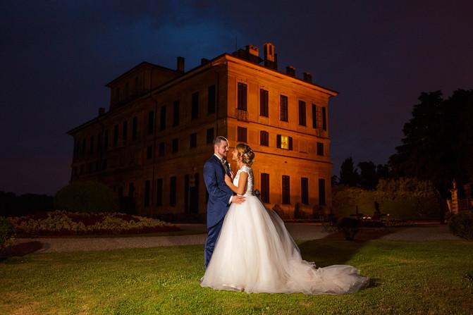 Una fotografia di matrimonio che ritrae jessica e Simone durante il loro romantico matrimonio a Villa Perego di Cremnago nel cuore della Brianza,