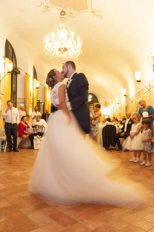 servizio fotografico ci matrimonio a Como presso Villa perego, il primo ballo e gli sposi felici