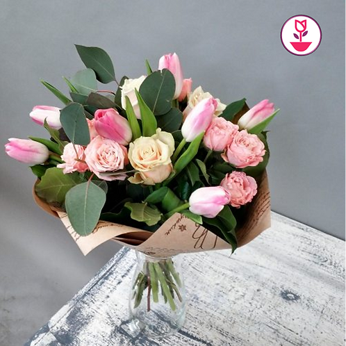 Tulipanes y rosas