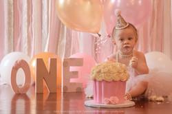 Children/First Birthday/Cake Smash