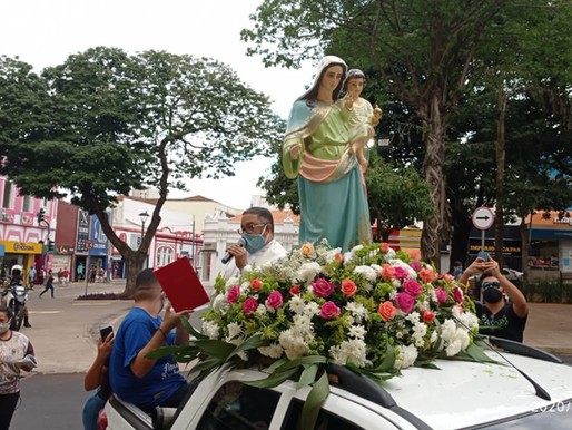 Imagem de Nossa Senhora da Abadia visita a cidade de Uberaba