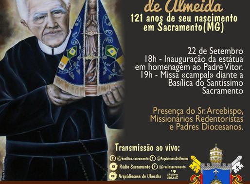 Pe. Vítor Coelho de Almeida recebe estátua em sua homenagem, na cidade de Sacramento/MG