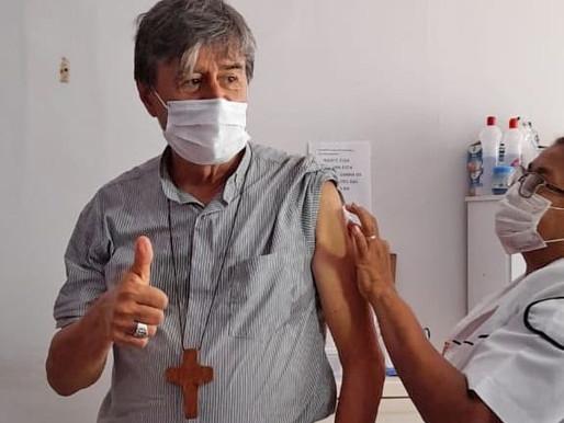 Bispos, do grupo prioritário, começam a ser imunizados contra a Covid-19