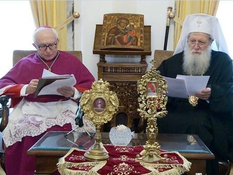 Papa doa relíquias dos Santos Clemente e Potito a Neofit