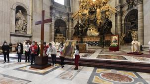 JMJ diocesana no Domingo de Cristo Rei: símbolos nas mãos dos jovens portugueses