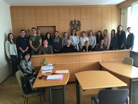 Lehrausgang der Schüler/innen der 4AK zum Bezirksgericht Obepullendorf