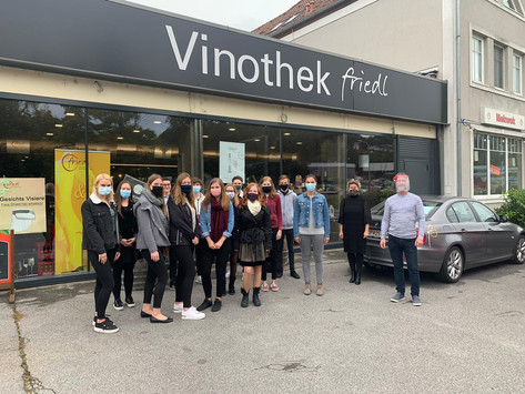 "Firmenlehrausgang der ÜFA ""Exclusive Wines"" zur Vinothek Friedl Oberpullendorf"
