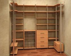 Вместительная гардеробная комната