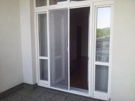 раздвижная москитная сетка на двери пвх