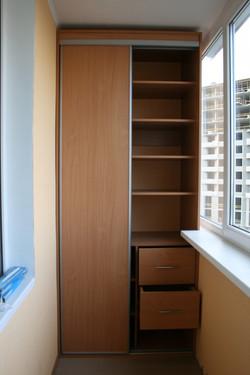 Шкаф на балконе из ЛДСП