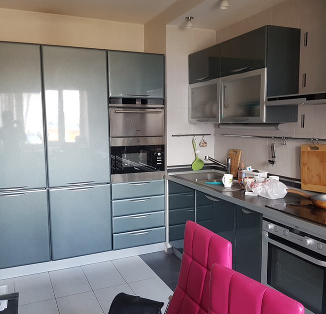 Кухня до замены фасадов в цвете серый глянец