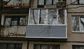 Остекление окнами ПВХ п-образного балкона в Красноярске