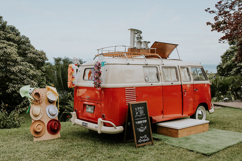 photo bus at wedding