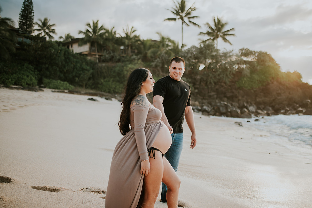 Oahu Hawaii maternity session photographer