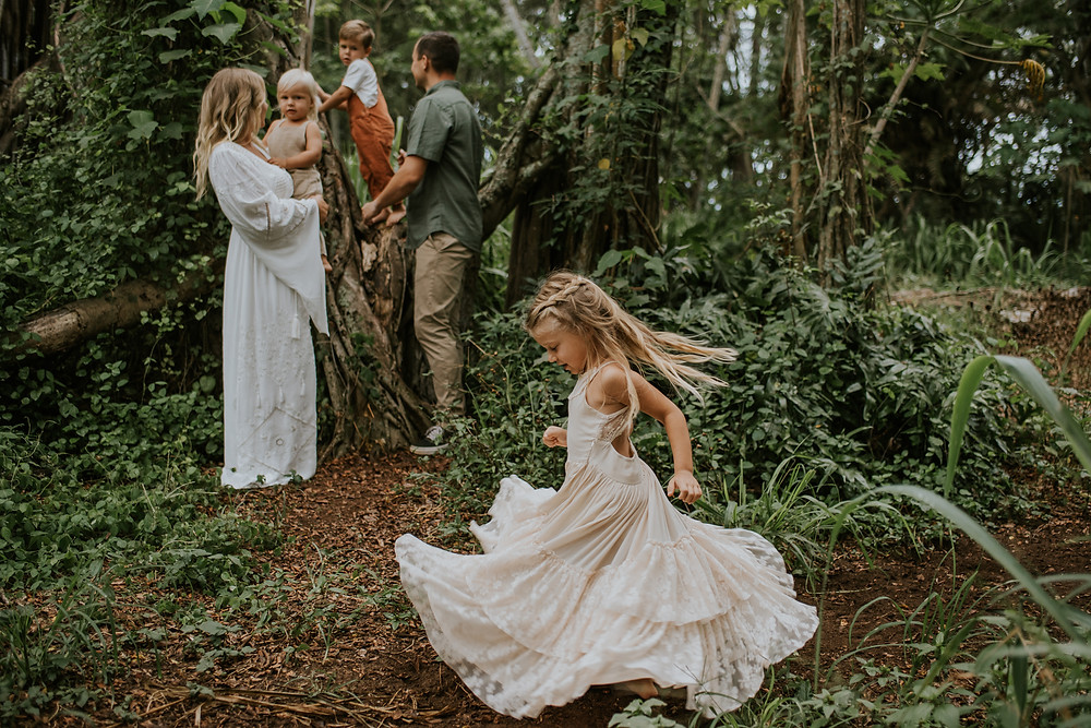 candid family photographer hawaii