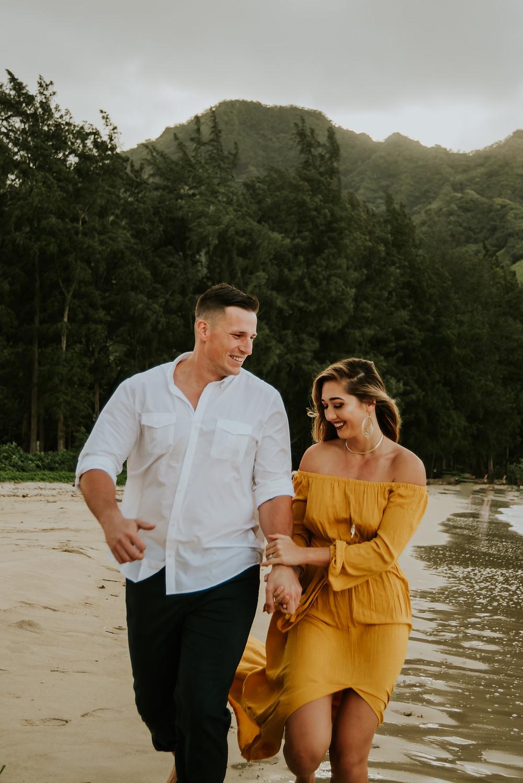 Oahu hawaii engagement photograpger
