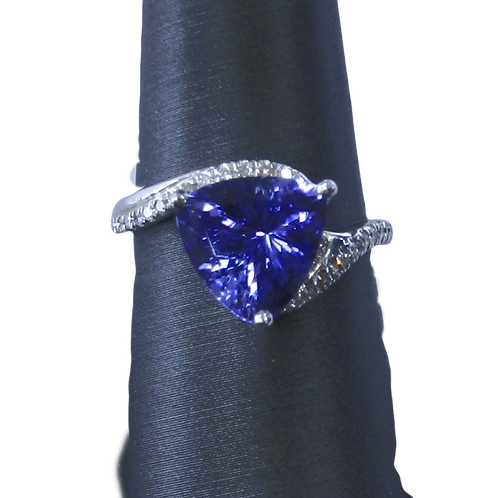 14kt White gold Trillion cut Tanzanite Diamond Ring