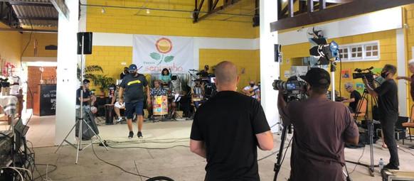 Samba, alegria e solidariedade: Hoje tem live de carnaval do Sentrinho!