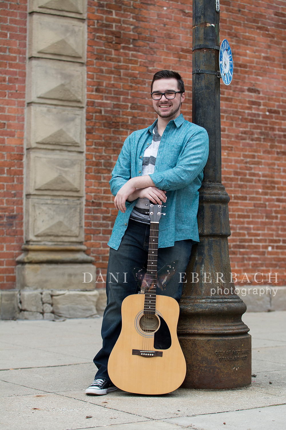 Downtown senior pictures of guitar player