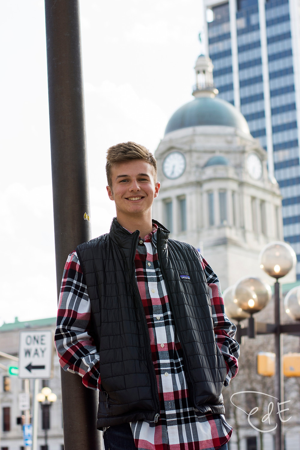 Senior pictures with downtown Fort Wayne courthouse