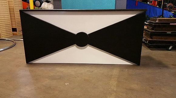 Bow Tie 8' White & Black Bar
