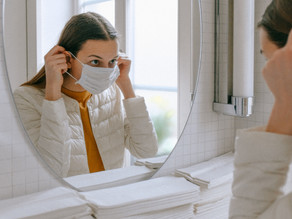 MASKNE: o que é e por que usar água termal para o seu tratamento?