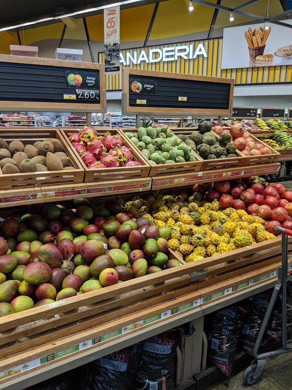 Fresh fruits at the Megamaxi in Manta.