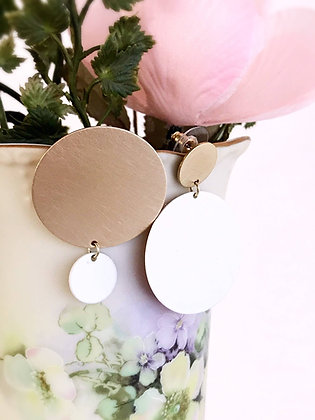 opposites attract earrings - brushed brass / ivory
