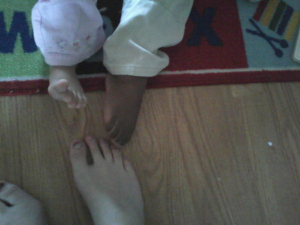Toddlers love toes