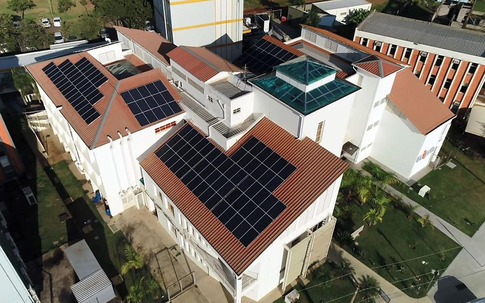 Placas solares instaladas no campus da Unicamp, em Campinas — Foto: Reprodução/EPTV
