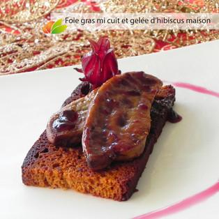 Foie gras poêlé sur pain d'épices et gelée d'hibiscus maison