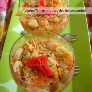Verrine de ti-nains (bananes vertes), morue et gelée de concombre