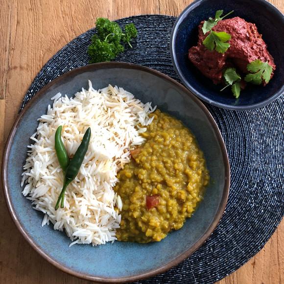 Witte basmati rijst rode linzen in saus