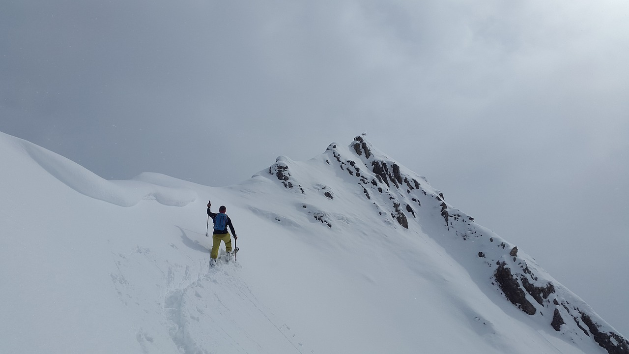 backcountry-skiiing-1359956_1280