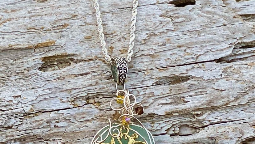flower seaglass necklace