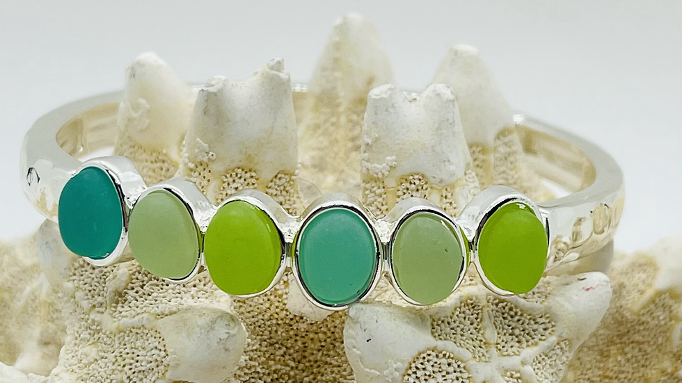 Recycled seaglass bracelet that is stretchable