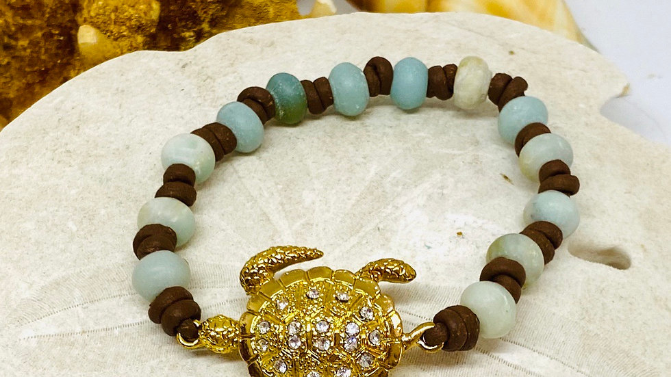 Turtle bracelet on dark brown leather with Amazonite beads