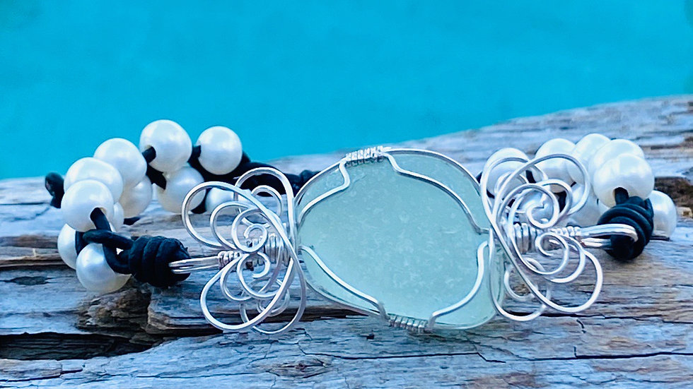 Sea glass bracelet with leather and freshwater pearls