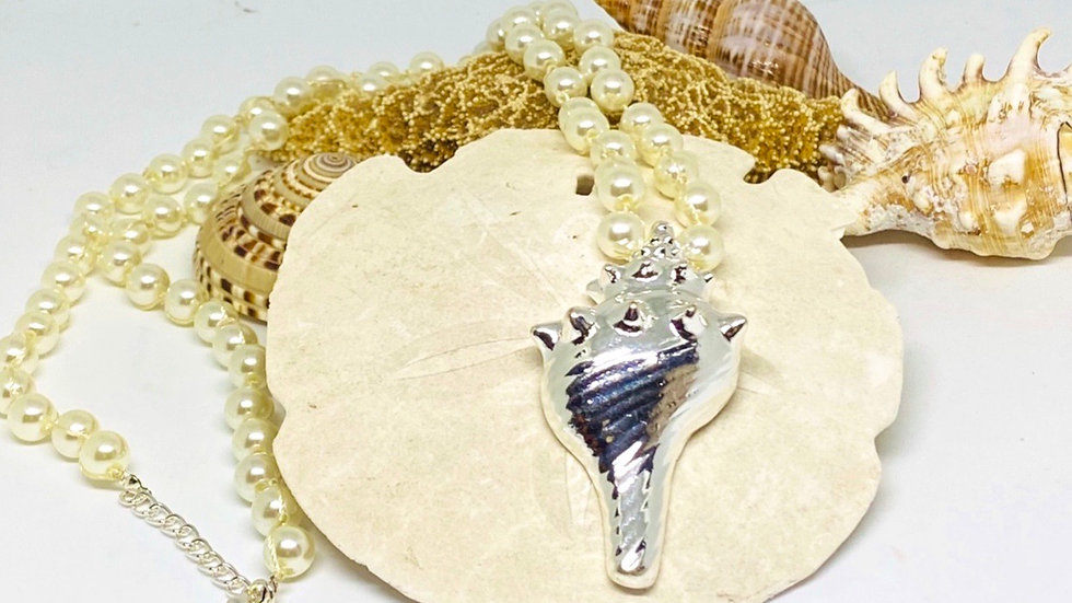 Shell necklace with fashion pearls