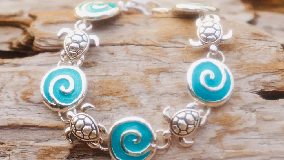 Turtle bracelet with waves