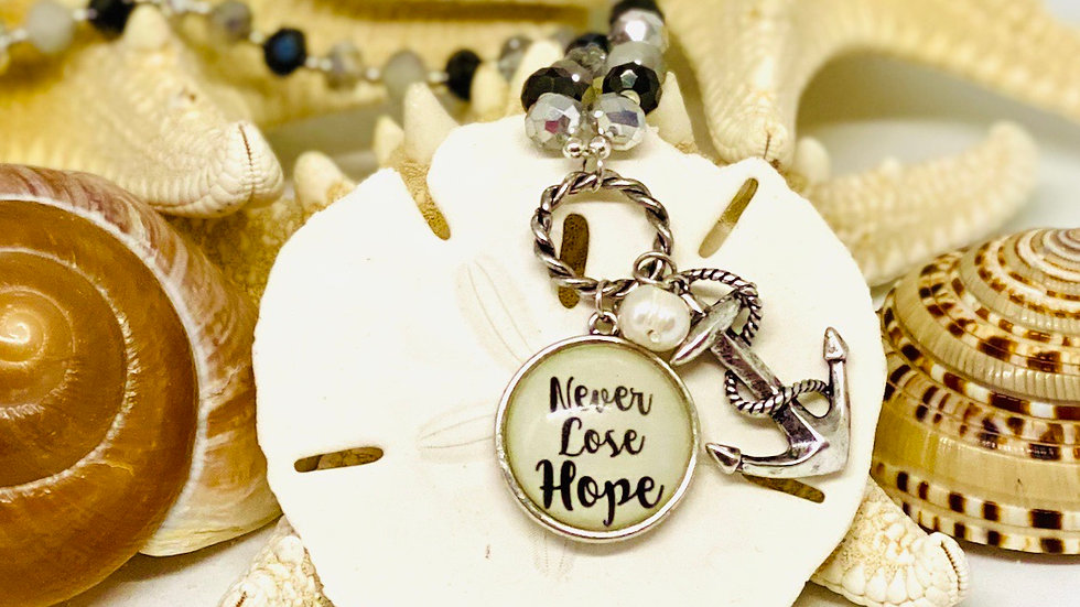 Never lose hope with anchor necklace