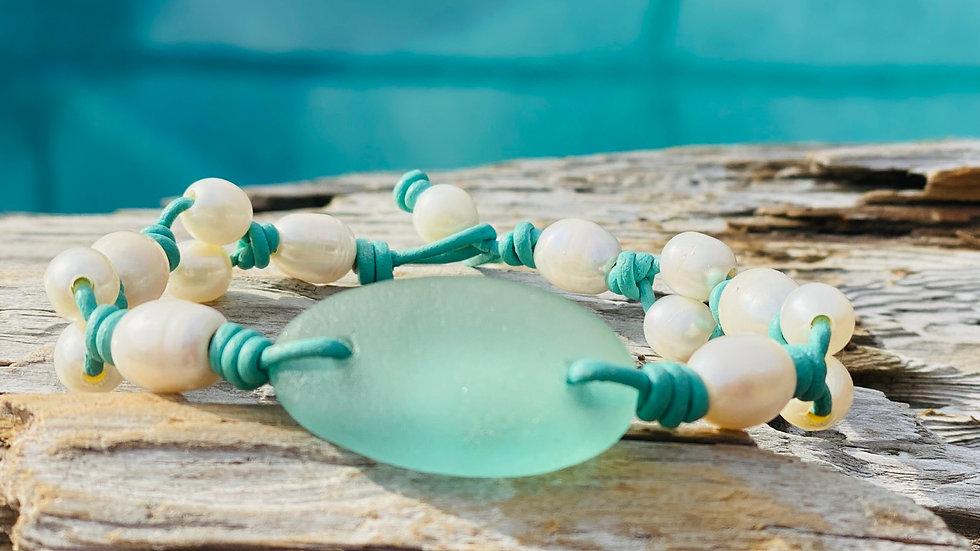 Sea glass bracelet with freshwater pearls