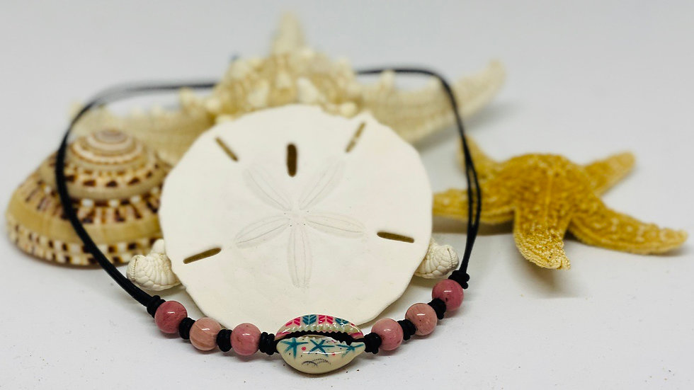 Cowrie choker with precious stones on leather