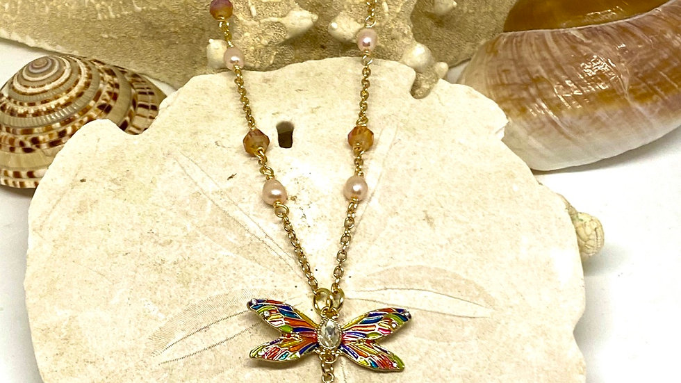 Dragonfly necklace with freshwater pearls