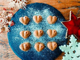 """Vegane Weihnachtskekse """"Chai Herzen"""" - zuckerfrei, glutenfrei, tierfrei"""