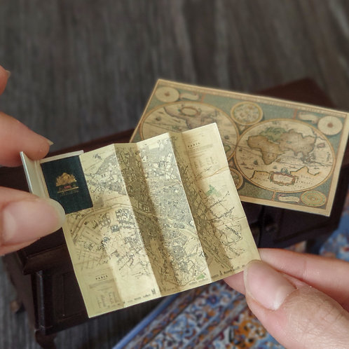 Set of world and Paris Maps 1/12 miniature