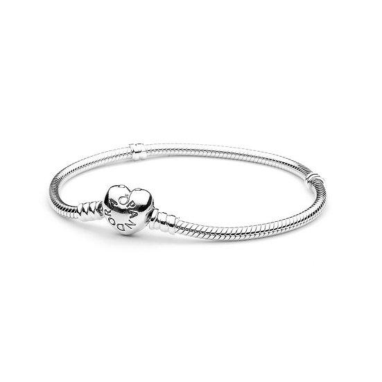 Bracciale Pandora Moments con maglia snake e chiusura a cuore