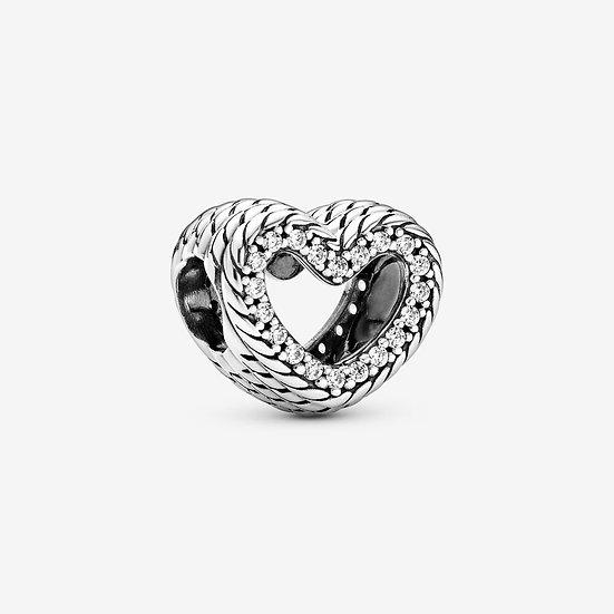 Charm a cuore aperto con maglia snake