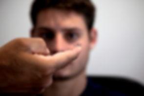 Applicazione lenti a contatto e correzione della vista tirano